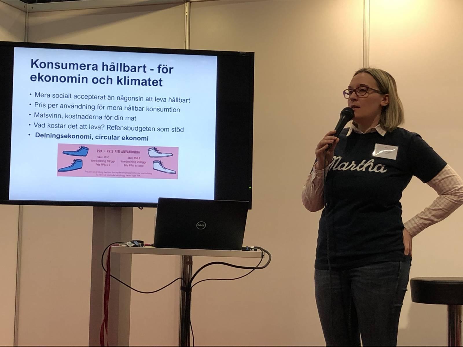 Marina Nygård esittelee kirjan teemoja