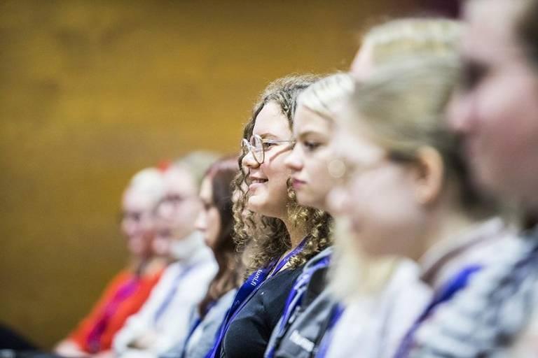 Nuoria naisia Shaking up tech -tapahtumassa